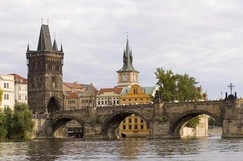 Obere Moldau, kleine Elbe, Goldenes Prag